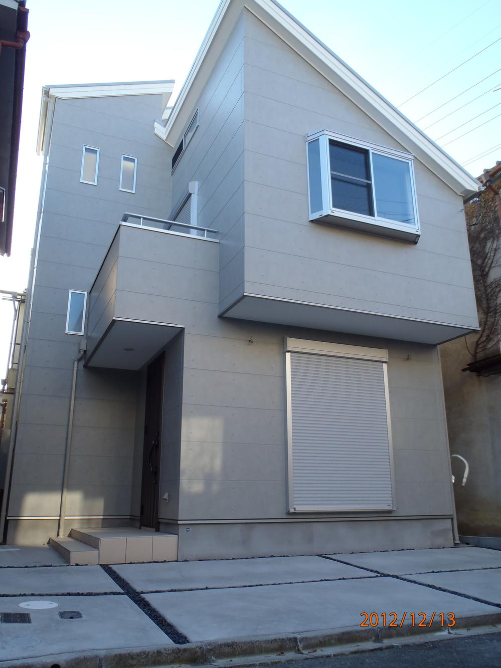 建物プラン例、土地価格400万円、土地面積49.07m<sup>2</sup>、建物価格1590万円、建物面積60.75m<sup>2</sup> 外観:推奨プラン