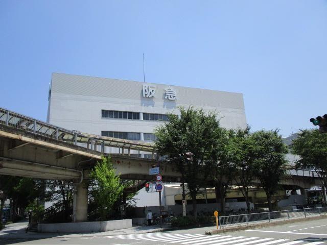 川西阪急百貨店 700 m