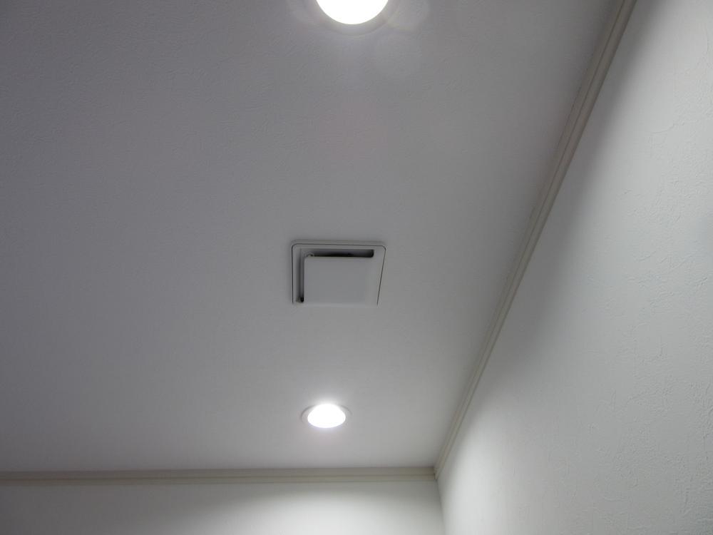 給気グリル!LDKを含めて各居室に設置しています。一年を通してきれいで快適な空気を創り送り出します。<BR>室内(2016年11月)撮影