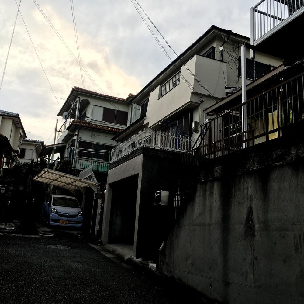 現地(2016年8月26日)撮影<BR>こちらの物件、大通りに面しておりませんので非常に閑静な住宅街の一角となっております。