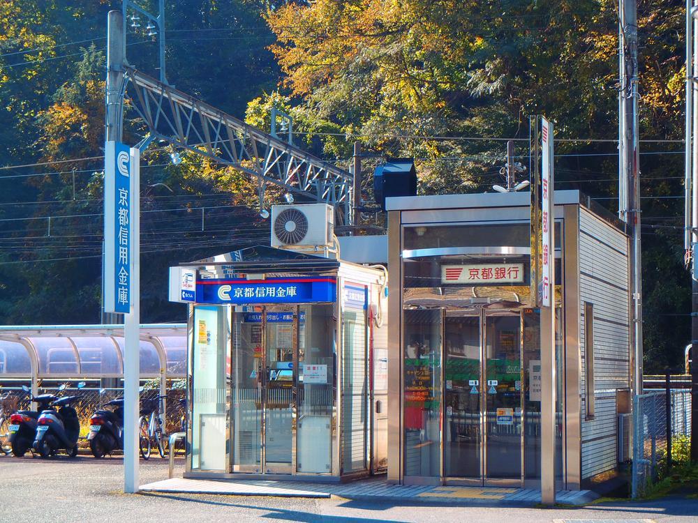 日吉駅横のATMまで2080m