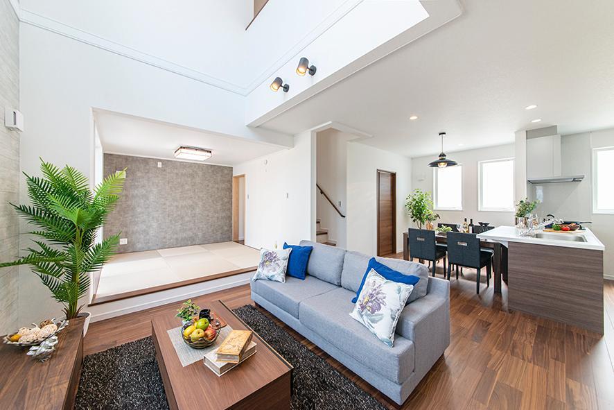 8月18日より公開のNEWモデルハウス LDK<BR>開放的なLDKには和室が隣接し、広々とした心地よい空間に家族が自然と集う大事なスペースに。