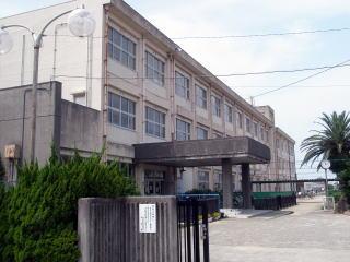 保田小学校まで1284m