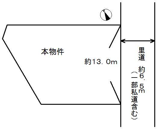 土地価格400万円、土地面積307.08m<sup>2</sup> (約92.89坪)。南東側は里道(一部私道)に面しています。幅員は約6.5m、接道間口は約13.0mです。
