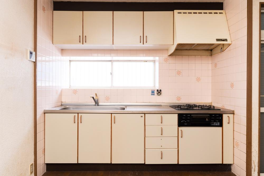 余裕のあるキッチンスペースは、忙しい朝にキッチンに2人いてもお互いぶつかることがないので、作業もスムーズです。休日はママとパパとでお料理を楽しめる広さが嬉しいですね。