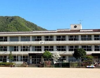 たつの市立香島小学校まで1201m