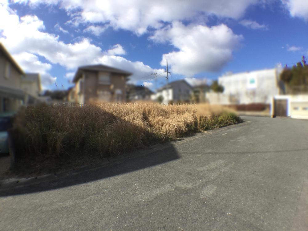 【榛原ひのき坂1丁目 角地】<BR>近鉄大阪線『榛原』駅まで徒歩14分、角地の立地です。現況更地の状態でございます。設計から建築まで、スムーズに進めていただけます。