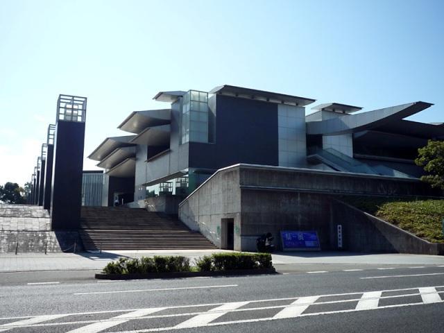 和歌山県立近代美術館まで2112m