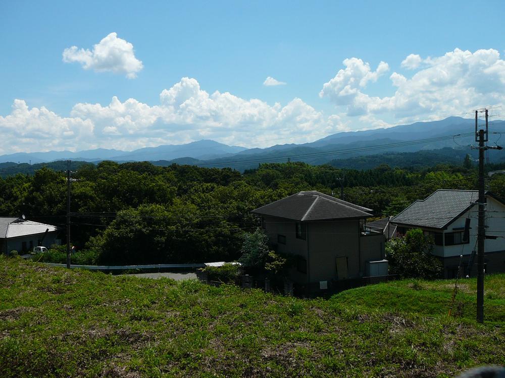 近隣の山の風景