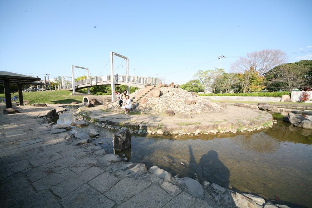 隣接している「弁天池公園」。