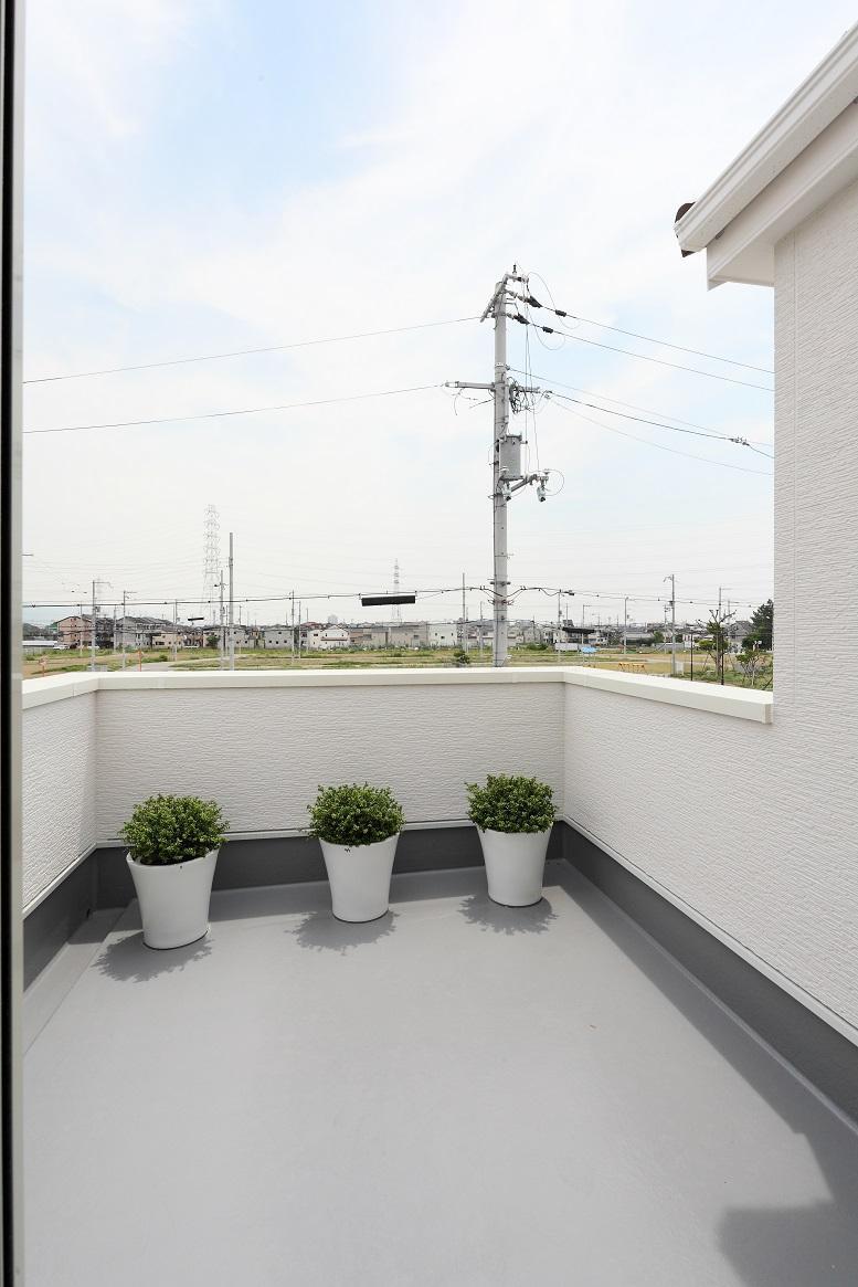 新モデルハウスE-12号地「ひろスマの家」バルコニー①ゆとりの広さ!