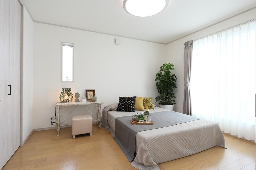 新モデルハウスE-12号地「ひろスマの家」主寝室。収納は大型のウォークインクローゼットを採用。