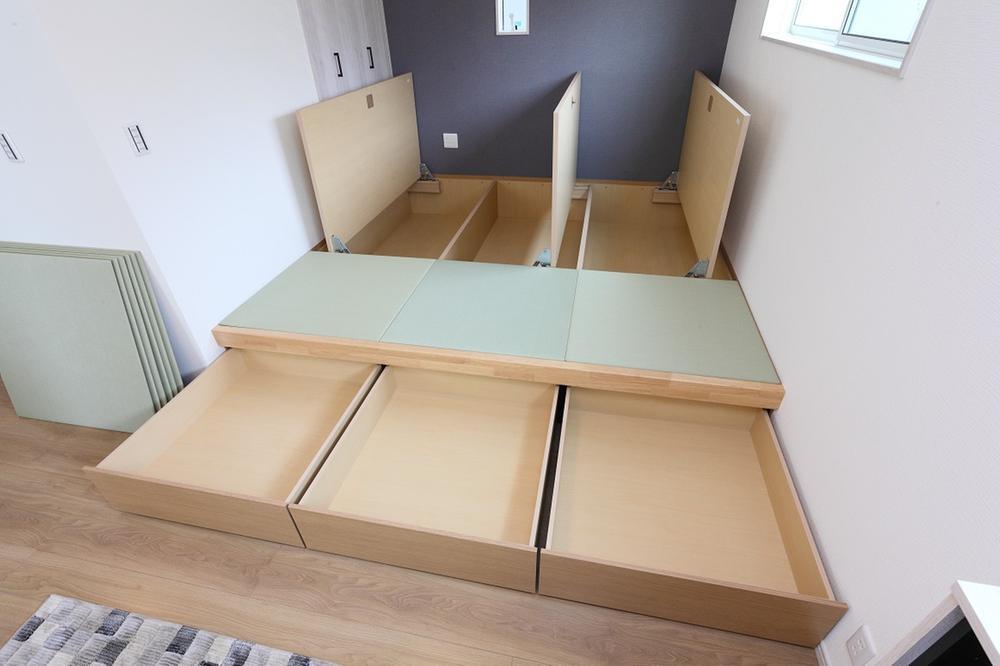 新モデルハウスE-12号地「ひろスマの家」タタミコーナー②。※4.5帖の床下すべてが収納となります!