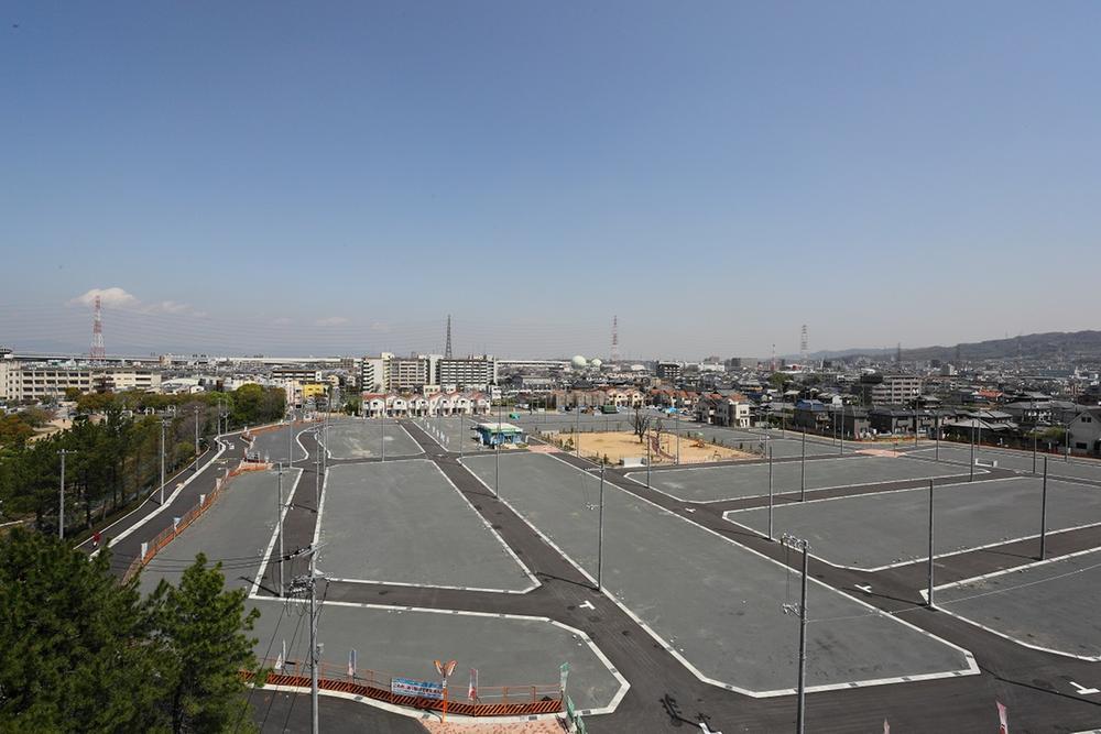 京阪エリア最大級の283区画の当分譲地全体写真。左側が隣接している弁天池公園です。