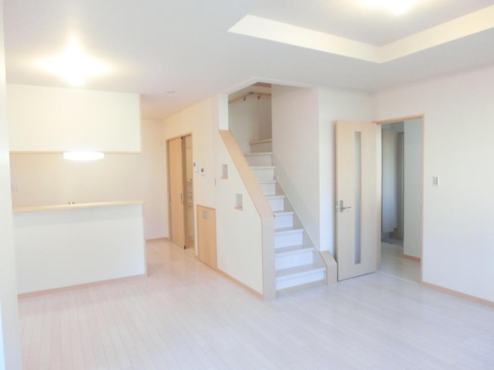 キッチン横のリビング階段。(36号地)