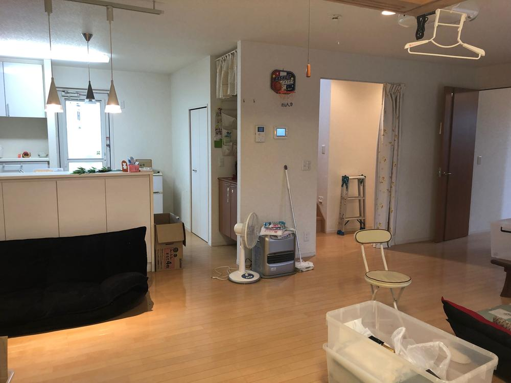開放的なリビング!<BR>キッチンからお部屋全体を見渡す事が可能なので奥様もご安心。