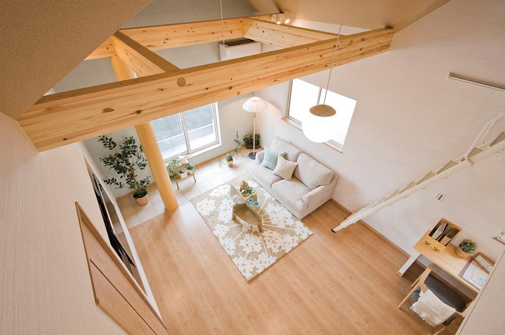 とにかく開放感のあるリビングの住宅を希望されるお客様にはぴったりの勾配天井です。(当社施工例)