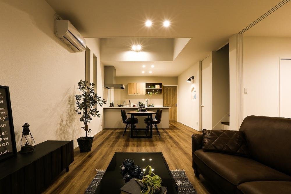 家具、エアコン、LED照明、外構工事(ウッドデッキ)付きモデルハウス