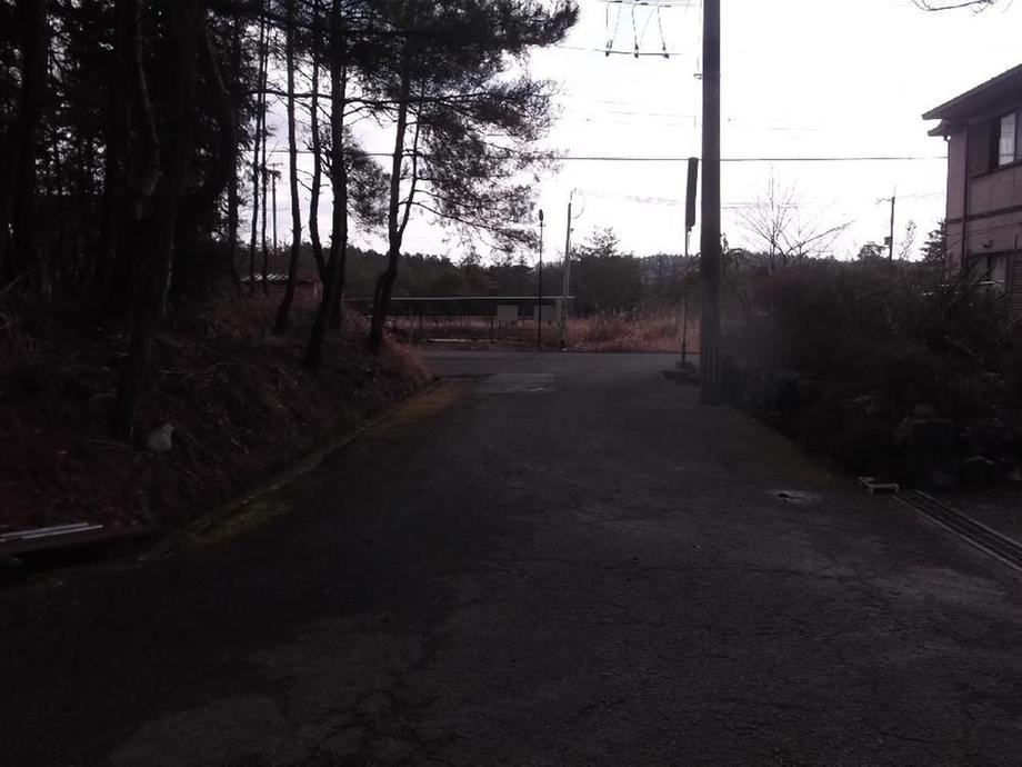 北西角からの西側道路