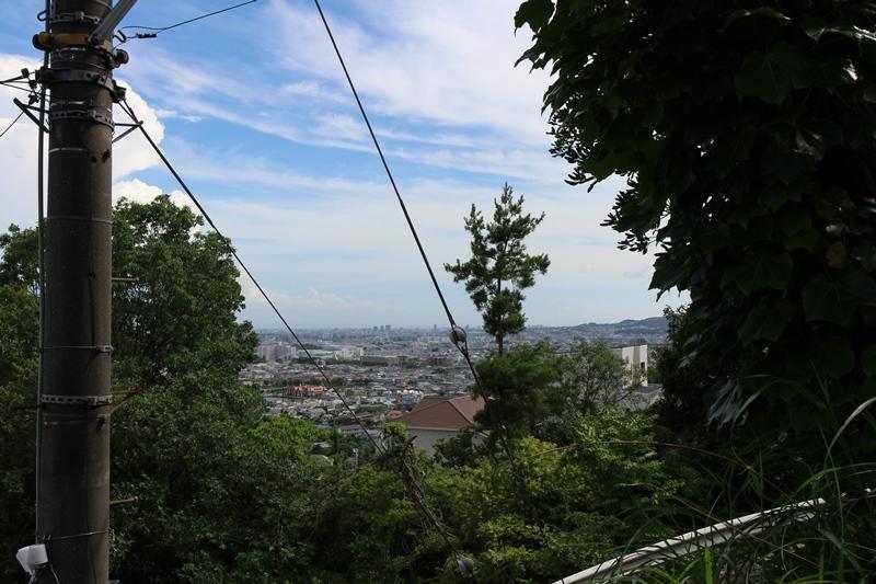 【現地からの眺望】<BR>高台に位置し、開放的な眺望をお楽しみいただけます。(2018年7月撮影)