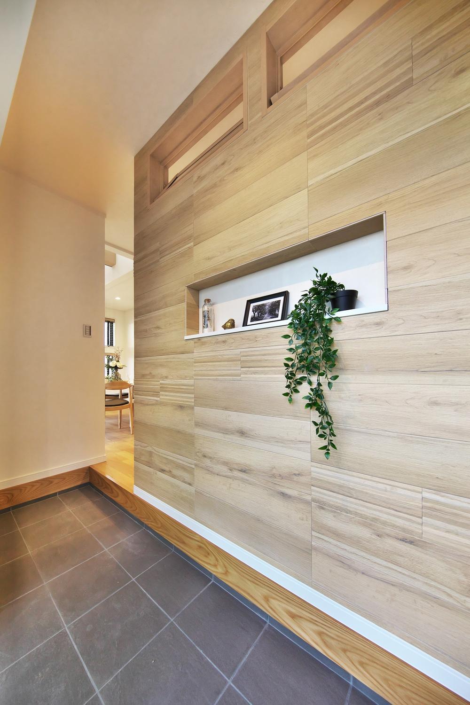 空気もキレイに!<BR>高い調湿効果・脱臭効果・空気洗浄力を叶える壁材「エコカラット」見た目も空気も美しい空間を生み出してくれます<BR>【現地モデルハウス】