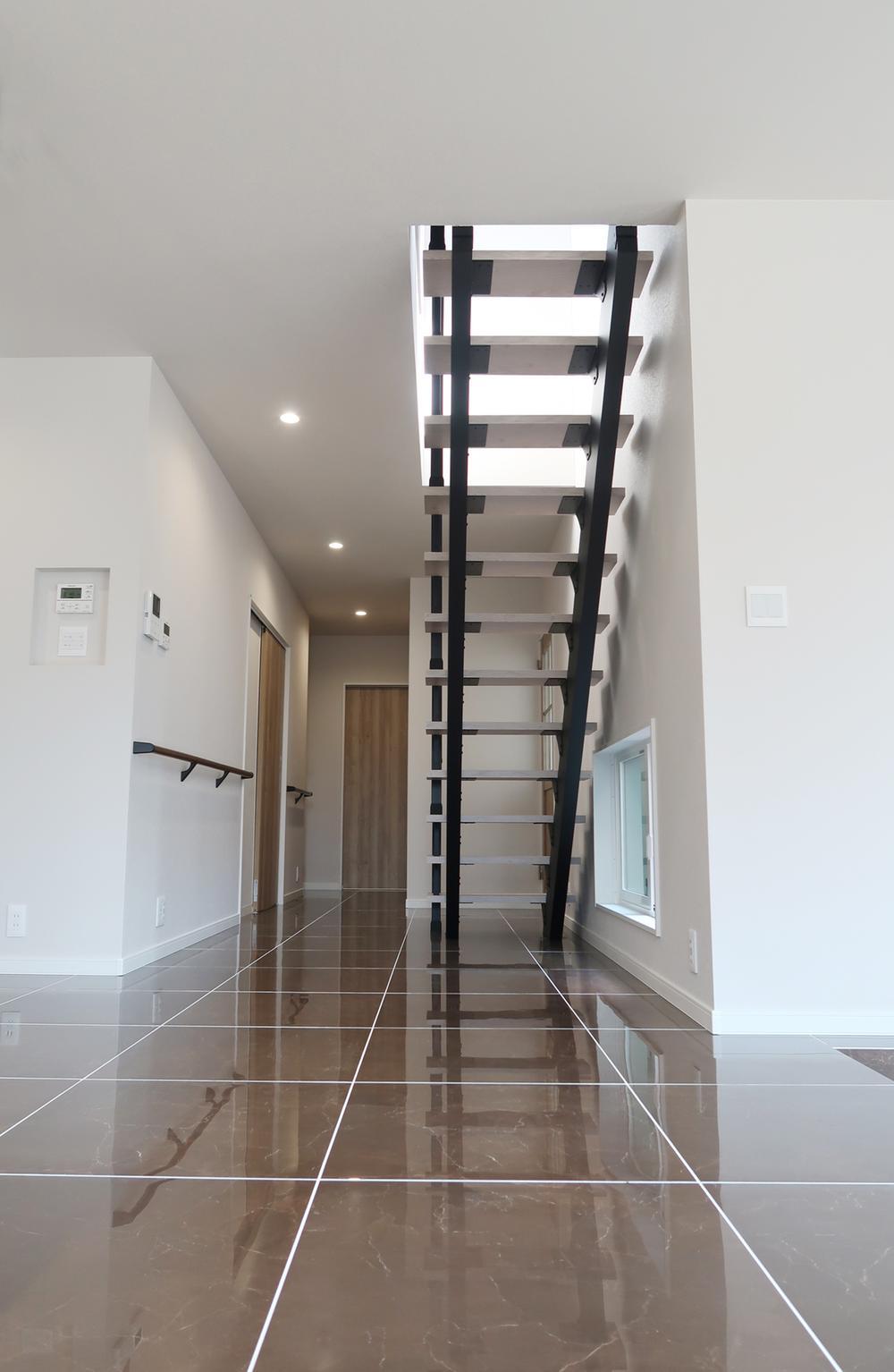 【弊社施工例】同じ広さでもスケルトン階段だとずっと目線が抜けて空間が広がり開放感がありますね。