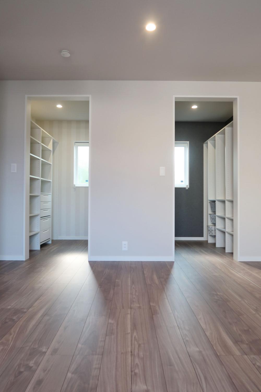 【弊社施工例】寝室内部のクローゼットをパパママ専用にスペースを区切ると自分が使いやすいようにレイアウトが出来ますね。