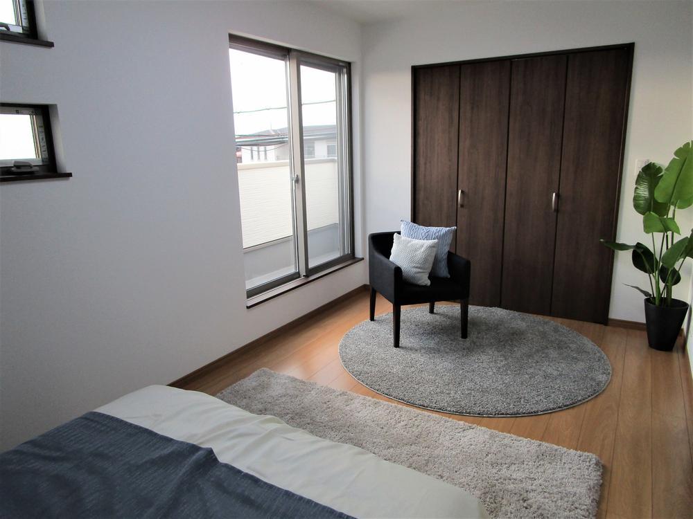 【2F主寝室】<BR>窓の種類や配置を決めていけるのも自由設計ならではの楽しみです☆