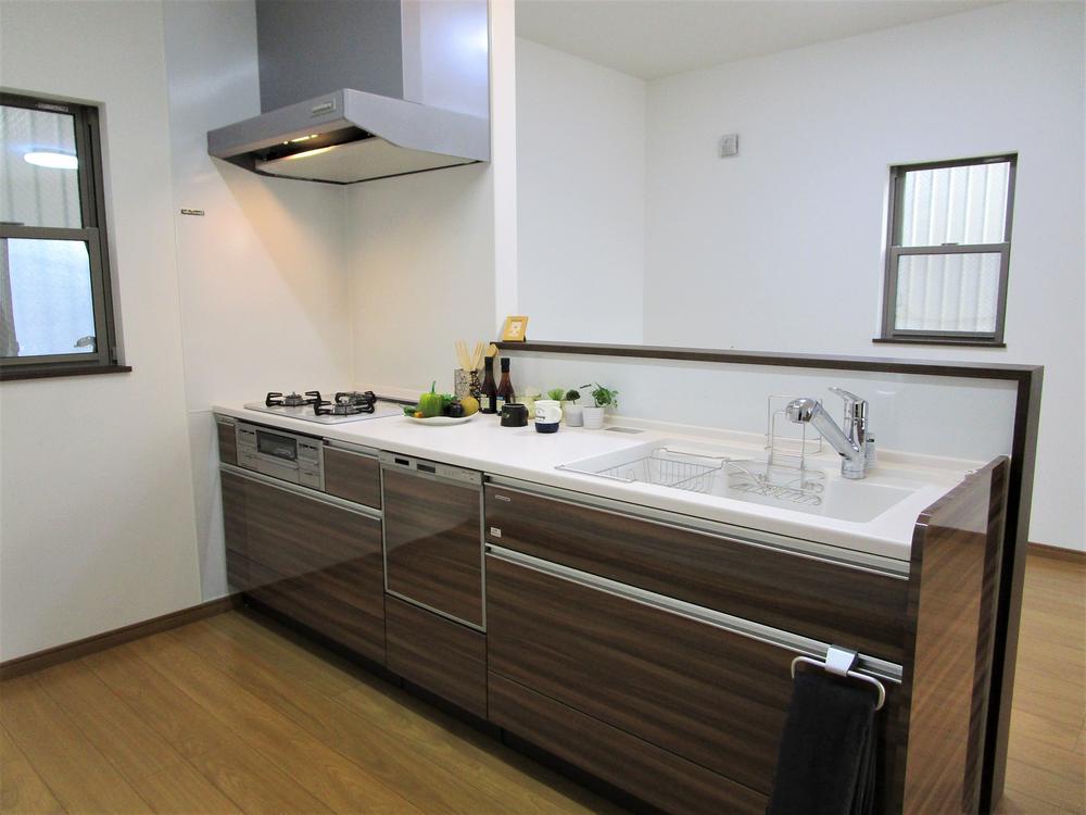 幅広でワークスペースもしっかりとれたキッチンです☆<BR>食洗器も搭載しておりますので、日々の食器洗いも楽々です♪
