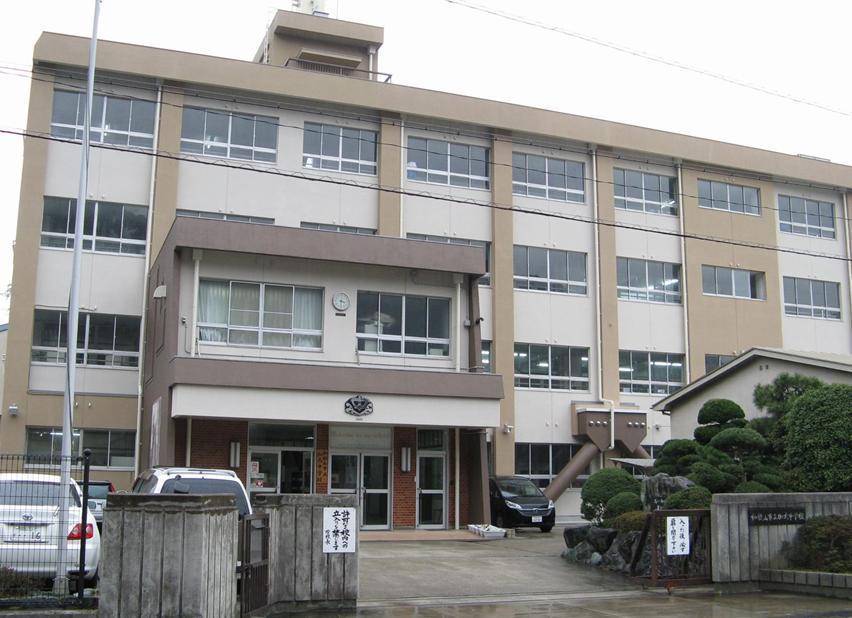 加太中学校まで1331m