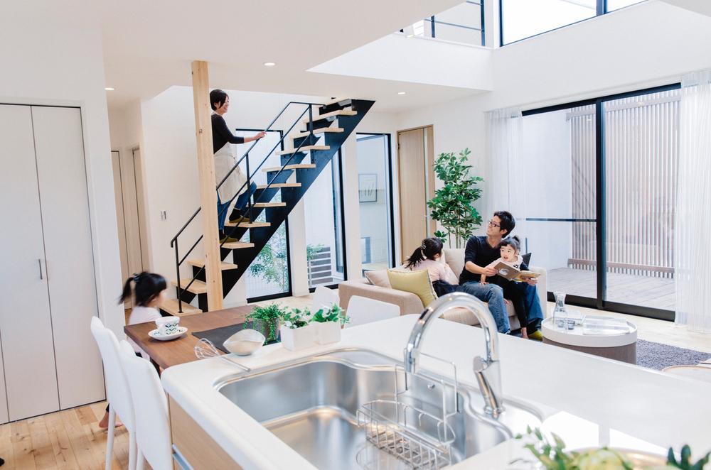 和歌山県の豊かな大自然の中、<BR>子育て世代に優しい「子育て住宅の街」を実現。(写真は施工例)<BR>「夏は涼しく」「冬は温かい」快適な住空間。住む人みんなに優しい住宅です。