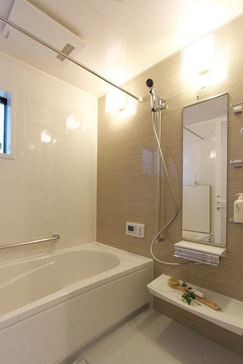 【浴室】<BR>浴室暖房乾燥機つきで冬はあったか、梅雨時でも洗濯物が乾きます。(施工例)