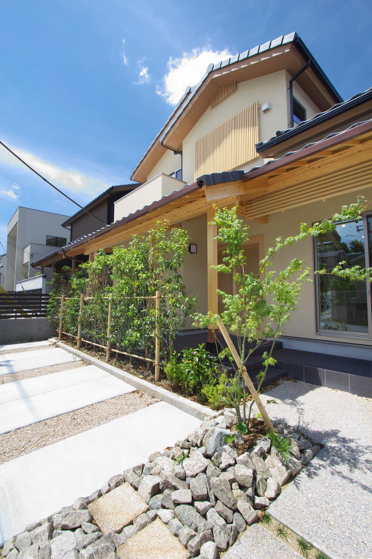 新モデルハウス「wa no ie」昼の外観の様子。土間や高野霊木の床柱、銅製の雨樋を使用した風格の佇まいを是非ご覧ください。