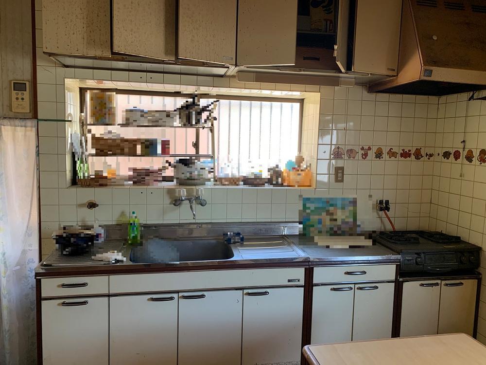キッチンには窓があるので換気ができます。