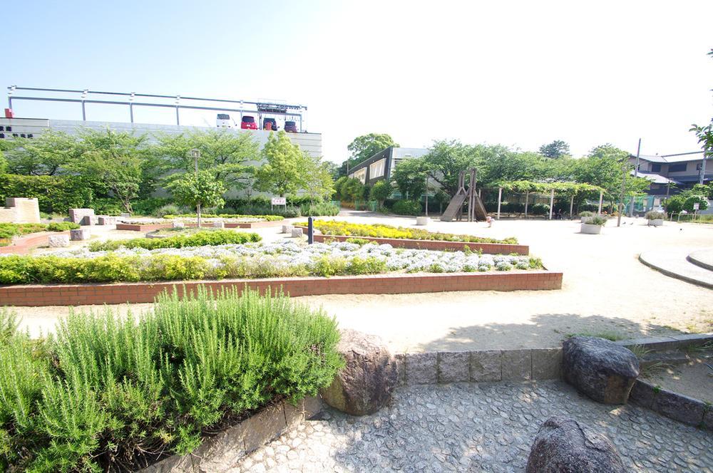 藤井寺駅前南公園 まで750m 緑豊かな公園も近隣にございます。自然もゆかたな藤井寺エリアは、住んでいてきっと心地よい空気感