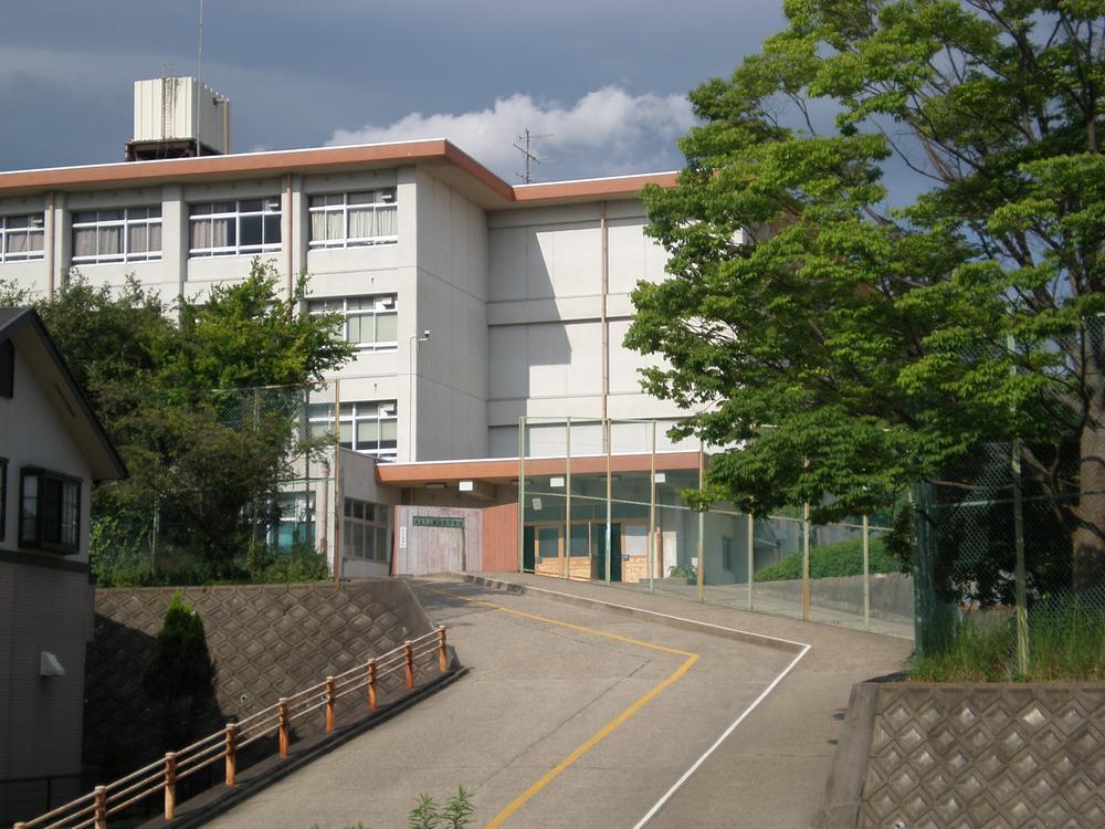 奈良市立富雄南中学校まで584m