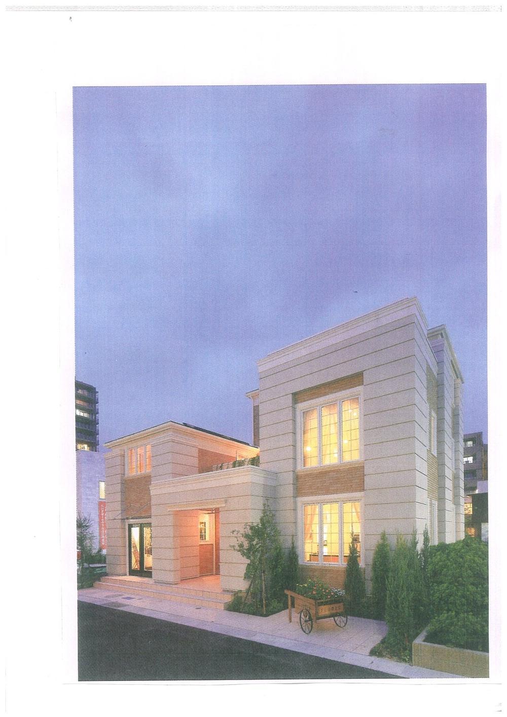建物プラン例、土地価格1500万円、土地面積370.25m<sup>2</sup>、建物価格2200万円、建物面積132.25m<sup>2</sup> 外観:推奨プラン