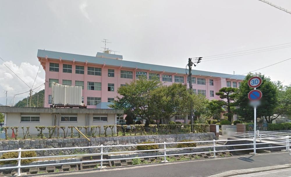 新居浜市立多喜浜小学校まで360m