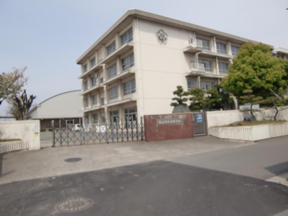 松山市立西中学校まで1186m