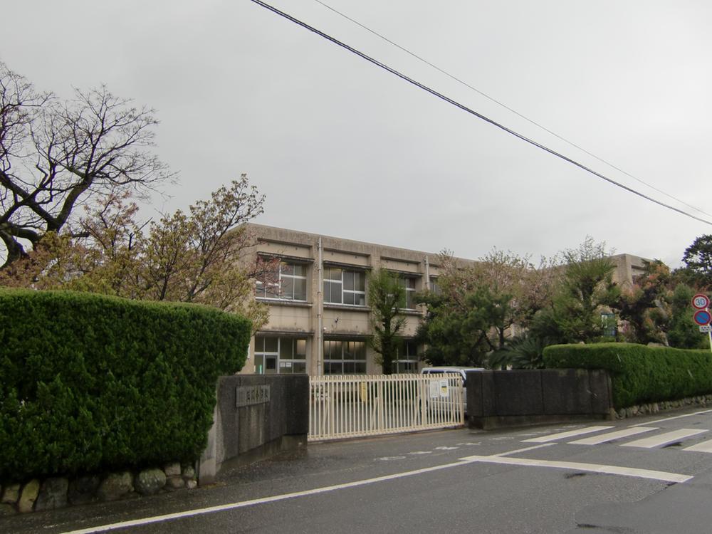 松山市立正岡小学校まで1278m