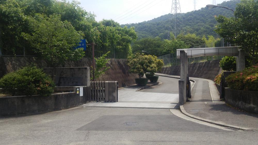 松山市立桑原中学校まで951m
