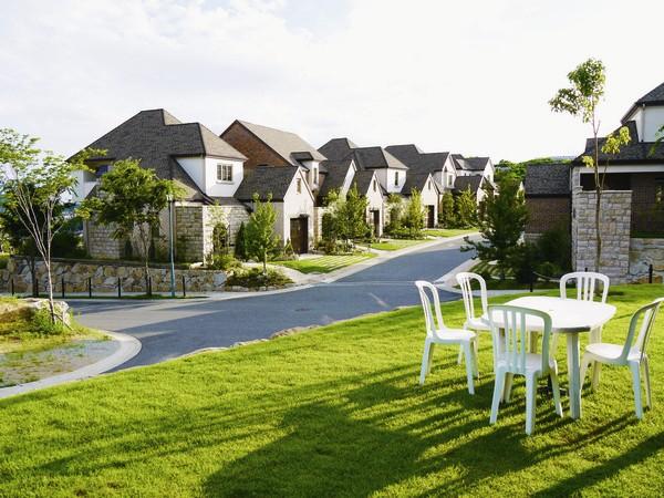 「サンノゼの丘」では、海外の住宅地の良さを取り入れ、街全体の景観の美しさや心地よさを追求しています。(分譲済街並み)