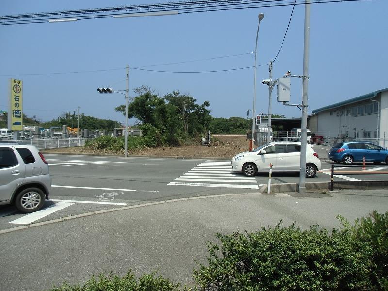交差点からはこのように見えます。<BR>信号待ちで必ず目に入りますよ。