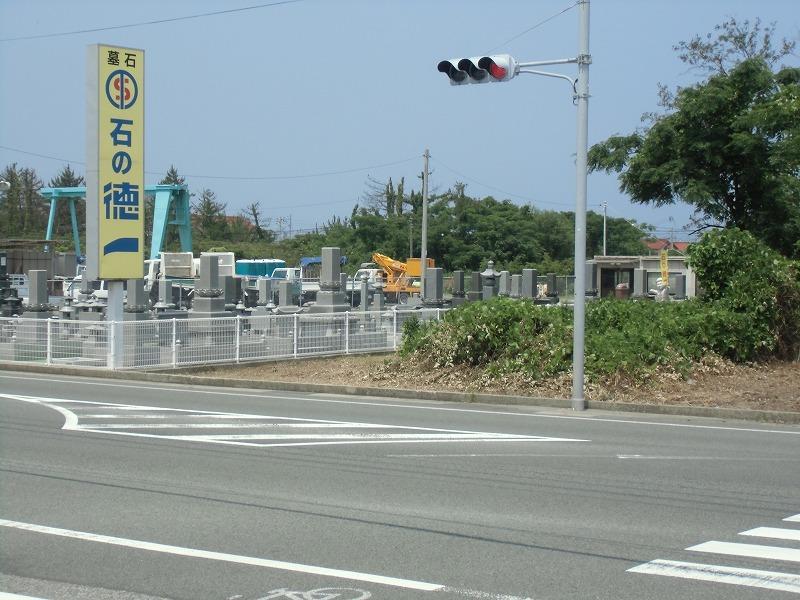 前面道路は国道9号線です