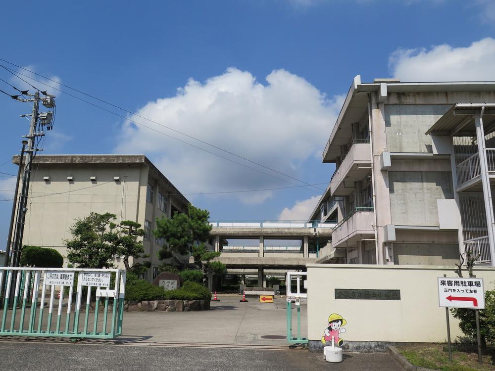 倉敷市立緑丘小学校まで1400m