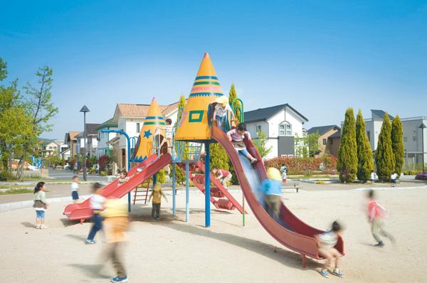 子どもがのびのび遊べる公園をタウン内8カ所に用意。どの区画に住んでいてもいずれかの公園に気軽に遊びに行ける