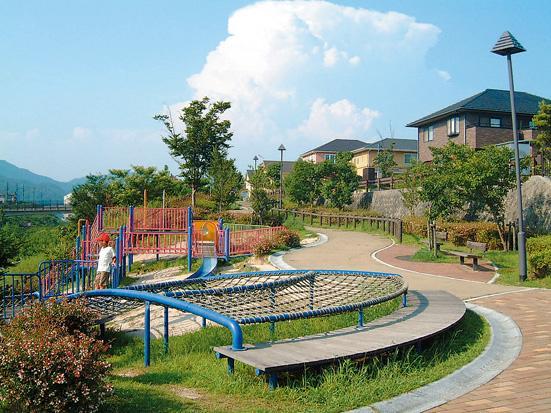 タウン内に大小あわせて14の公園を設置。