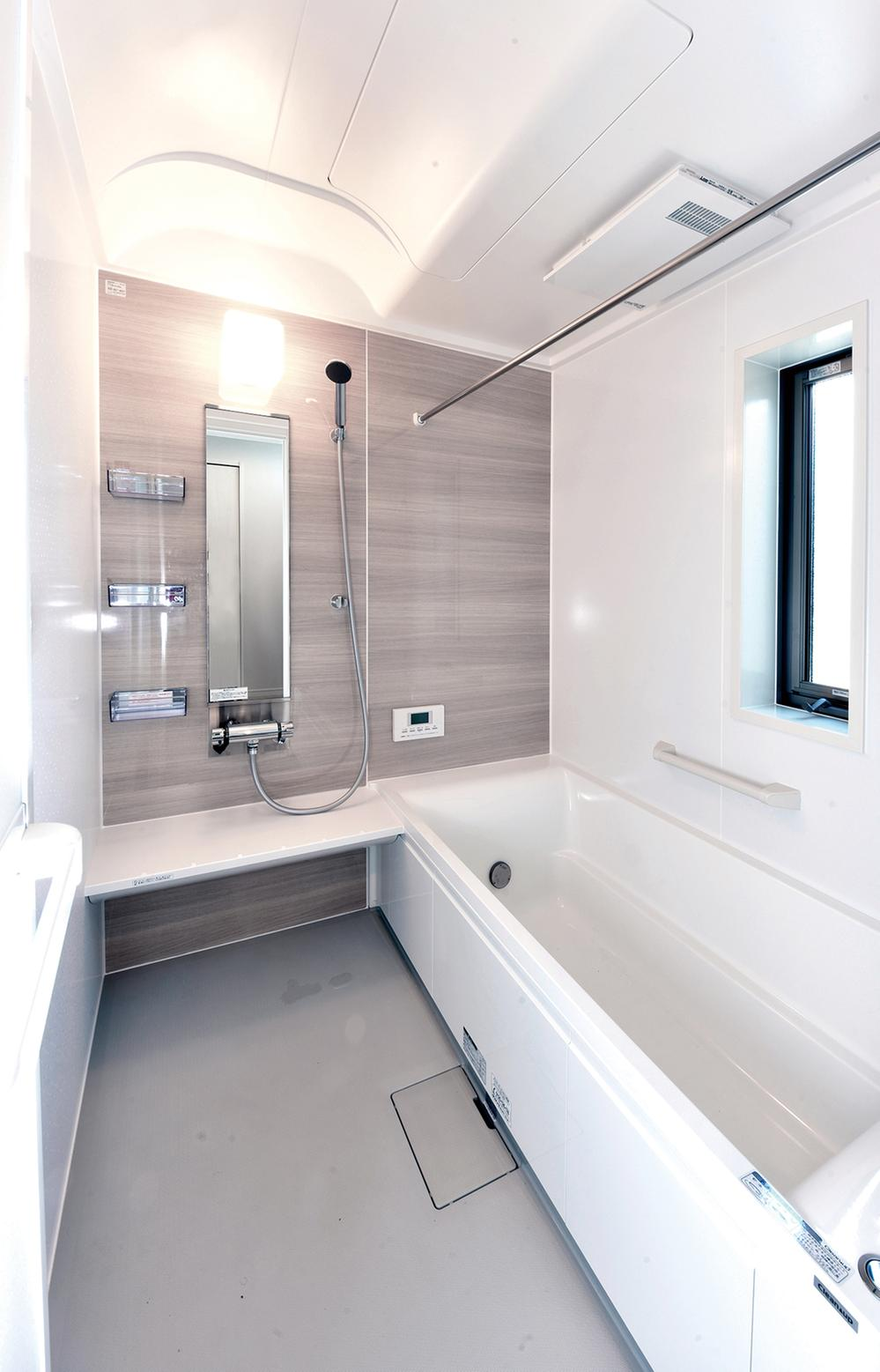 クリナップのシステムバス。マホービン浴槽。ドーム天井付き。半身浴付きです。