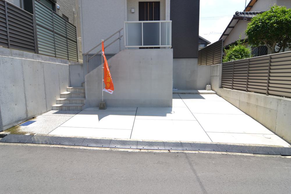 駐車スペース2台確保しております!