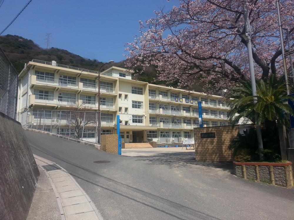 北九州市立大積小学校まで1576m 集団登校などでお友達も作りやすい環境です。